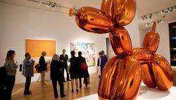 Скульптура собаки из воздушных шаров