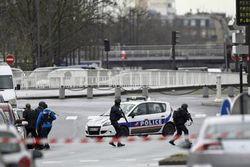 У террориста–смертника во Франции обнаружен сирийский паспорт