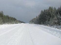 Узбекистан: власть заставляет учителей расчищать снежные завалы на автотрассах