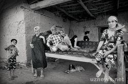 """Узбекистан: с фотовыставки изъяли экспонаты, """"порочащие страну"""""""