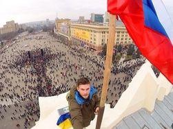 В Харькове на здании ОГА подняли российский флаг