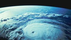 На Земле становится  меньше кислорода