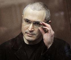 Ходорковский уже за границей, а в России началось обсуждение его возможной эмиграции