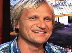 Олег Скрипка приютил многодетную семью из Крыма в своем доме под Киевом