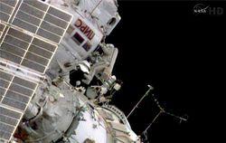 За работой МКС пристально наблюдает НЛО