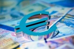 Курс евро вырос на 0,32% к доллару на Форекс после роста деловой активности в Германии и ЕС