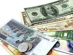 Курс евро на Forex начал пятницу со снижения к доллару