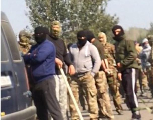 ВУкраинском государстве около 200 незаконных добытчиков янтаря напали наполицейских