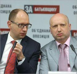 Первые поправки в Конституцию о децентрализации внесут уже в мае – Турчинов