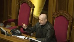 Турчинов не подпишет закон об особом статусе до проверки регламентного комитета