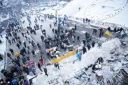 Баррикады Майдана растают к маю - комендант