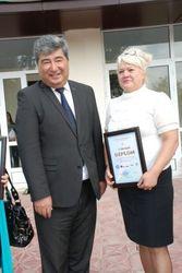 Узбекистан: уволенная директор школы намерена обратиться к Каримову - причины