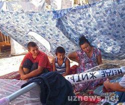 Узбекистан: изгнанная из квартиры семья в Нукусе может умереть на улице - причины