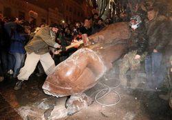 Антикоммунистические законы отдаляют Донбасс от Украины – эксперт