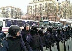 Центр Киева снова перекрыли автобусы с милицией