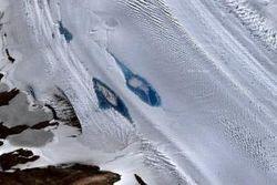 Из-за глобального потепления в Антарктиде образуется множество озер