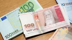 Латвия перейдет на евро, но люди недовольны