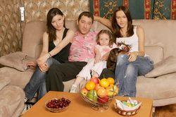Санкции США? Григорий Лепс вывез жену и детей за границу
