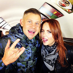 Звезды российского шоу-бизнеса устроили флешмоб в метро Москвы