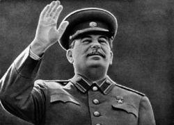 Новосибирск с 9 Мая с билбордов поздравляет Сталин