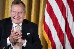 Экс-президент Буш-старший стал свидетелем на свадьбе лесбиянок