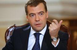 Российский премьер Медведев назвал турфирмы аналогами МММ