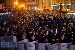 """В Севастополе """"Беркут"""" защитил Евромайдан от сторонников ПР"""