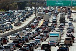 В образовании автомобильных пробок зачастую виноваты сами водители
