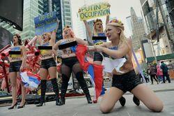 FEMEN провела акцию протеста против российской оккупации Крыма в Нью-Йорке