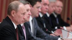 Путин и Медведев названы самыми популярными политиками в России