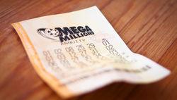 Уборщик улиц в США нашел лотерейный билет на миллион долларов