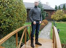 Яценюк показал свой дом и рассказал о соседях