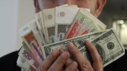 Доллар подешевел на «черном рынке» Узбекистана