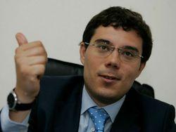 Политолог Березовец назвал бессмысленными слухи об отставке Яценюка