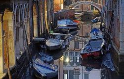 Аномалия в Венеции: каналы обмелели, обнажив дно города