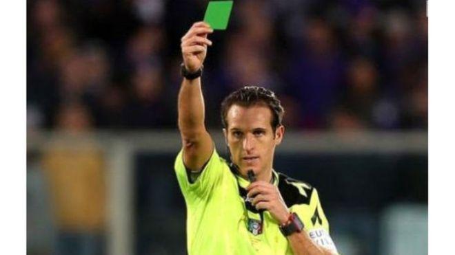 Итальянский футболист получил первую вистории зеленую карточку