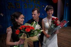 Ляшко приехал с востока Украины, чтобы поздравить выпускников