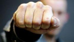 В Джалал-Абаде сотрудник спецслужбы напал на правозащитника