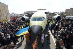 ГП «Антонов» презентовал первый транспортник Ан-178