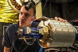 В НАСА создают дронов для ремонта спутников на орбите