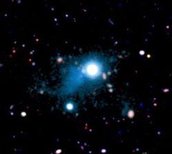 Обнаруженный квазар освещает волокна, которые соединяют галактики Вселенной
