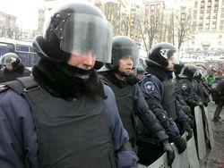 """""""Беркут"""" с оружием встретил митингующих возле Рады"""