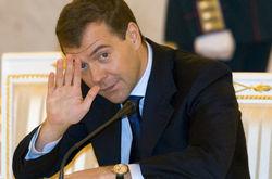 Медведев еще не решил, стоит ли ему есть Roshen от Азарова