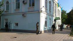 Вооруженные люди в масках захватили здание Меджлиса в Симферополе
