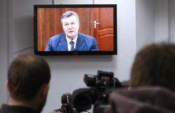 Янукович просит право на участие в судебном заседании