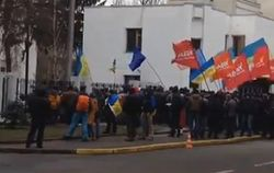 Сегодня оппозиция снова будет пикетировать МВД