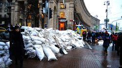 Коммунальные службы разбирают баррикады в центре Киева