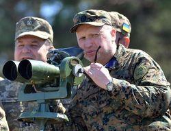 Порошенко и Турчинов присутствовали на испытаниях высокоточного оружия Украины