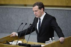 Драматичное падение цен на нефть создало угрозы для бюджета – Медведев