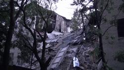 Обрушившееся здания института торговли в Донецке